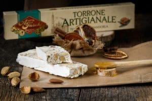 Torrone artisanal (nougat) tendre aux amandes